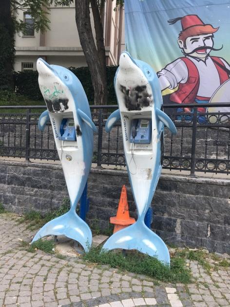 Divertidas Cabinas telefónicas en Karakoy